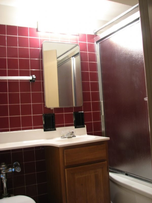 Bathroom with Tiled Bathroom